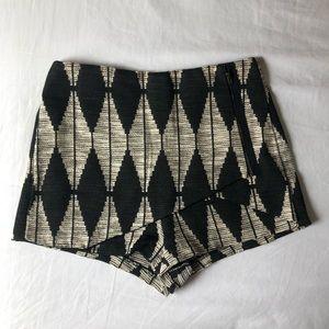Shopthesethree boutique shorts, size M